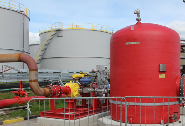 Compliant firefighting protection system for storage tanks